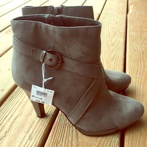 ⭐️ New in box! Gray Ankle Boots